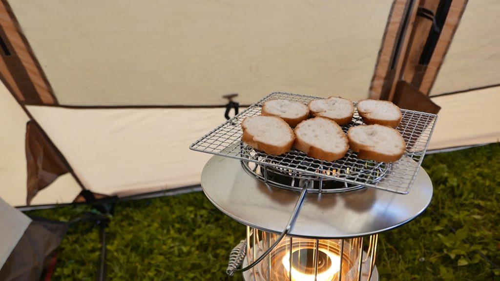 レインボーストーブでパン焼き