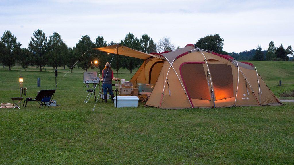 キャンプ夕食作り