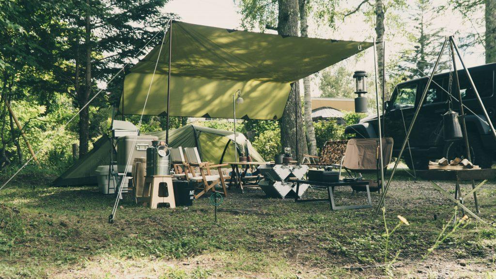 自然に溶け込むキャンプサイト